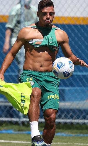 Gabriel Menino durante o treino do Palmeiras desta sábado (10)