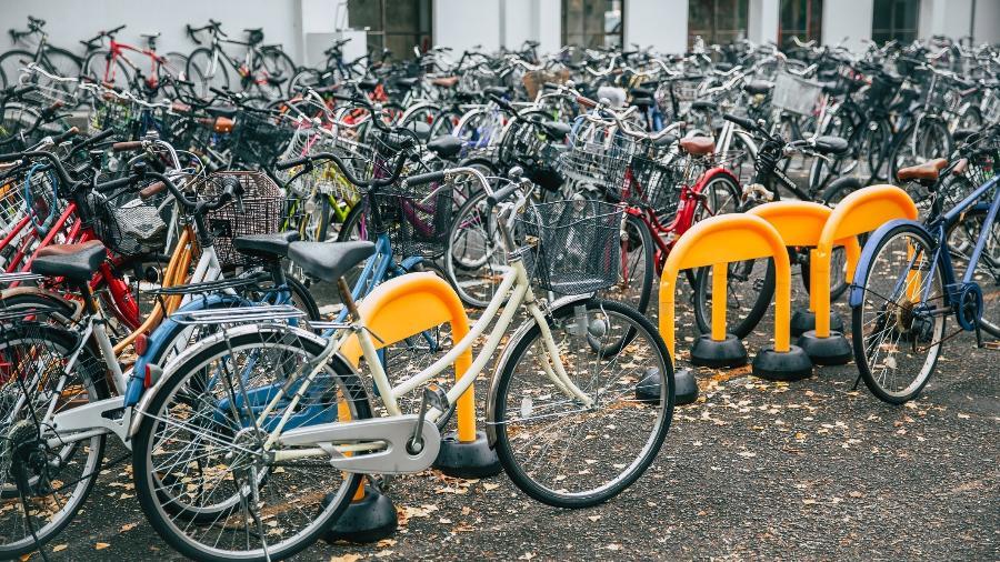 No Japão, bicicletas são estacionadas sem corrente nas ruas - Getty Images
