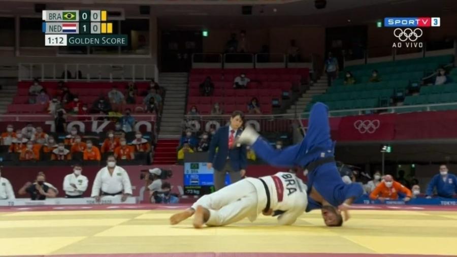 Daniel Cargnin vence Tornike Tsjakadoea (HOL) em disputa por equipes - Reprodução/SporTV