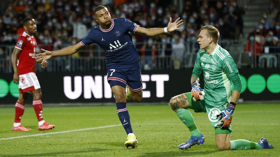 Mbappé comemora gol do PSG contra o Brest, pelo Campeonato Francês - REUTERS