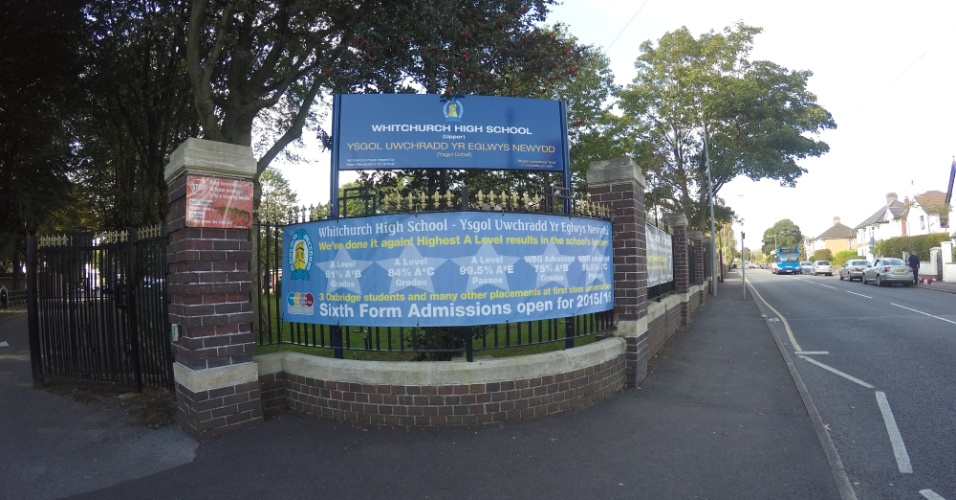 Entrada da Whitchurch High School, escola em Cardiff em que estudaram Gareth Bale, Sam Warburton, o campeão olímpico de ciclismo Geraint Thomas, entre outros atletas