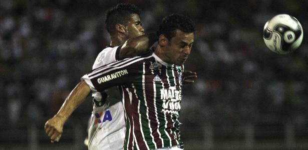 Fred desferiu soco em Léo e ambos foram expulsos do jogo entre Flu e Atlético-PR
