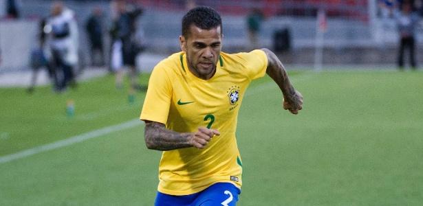 O lateral direito Daniel Alves será capitão da seleção brasileira