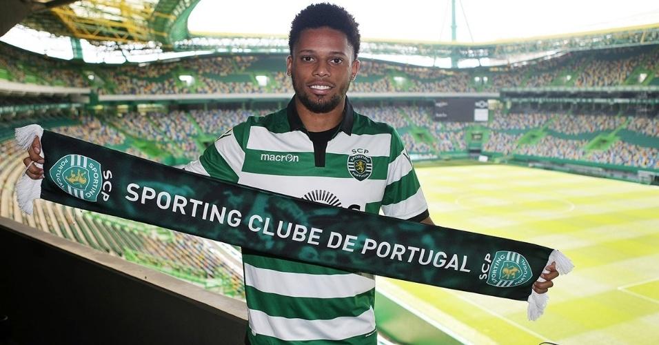 Ex-corintiano André veste camisa do Sporting pela primeira vez