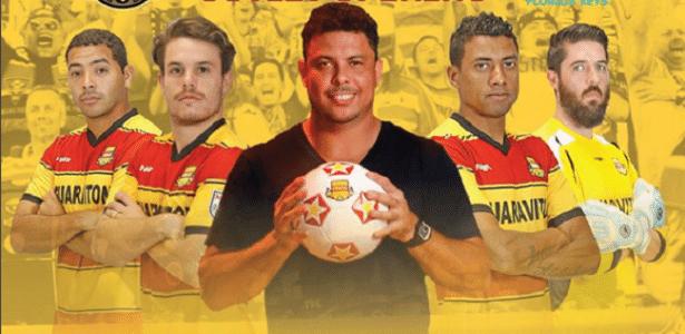 Ronaldo posa para foto promocional ao lado de Kléberson e do goleiro Bruno
