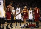 Falta em LeBron causa confusão e debate sobre rivalidade Cavs x Warriors - Ezra Shaw/Getty Images/AFP