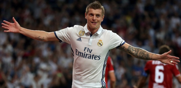 Toni Kroos comemora gol do Real Madrid em partida contra o Sevilla