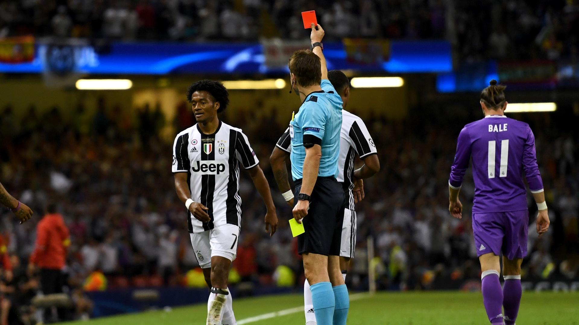 Cuadrado recebe o cartão vermelho na final da Liga dos Campeões