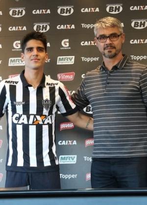Volante foi apresentado por André Figueiredo, superintendente de futebol