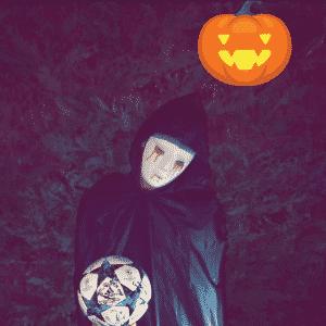 Para festa de Halloween, Kurzawa posta foto com bola da Liga dos Campeões - Reprodução/Instagram