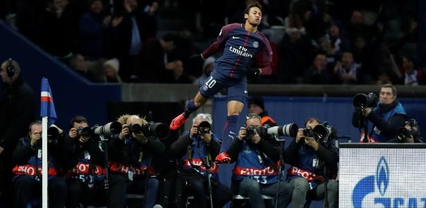 Neymar comemorando gol sobre o Celtic, na Liga dos Campeões