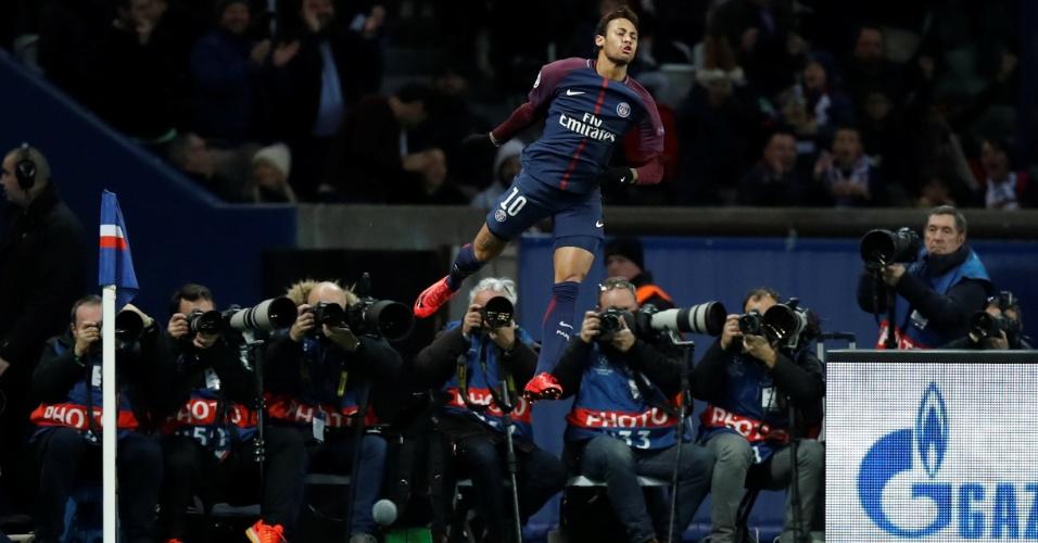Neymar comemora gol na partida entre PSG e Celtic, pela Liga dos Campeões