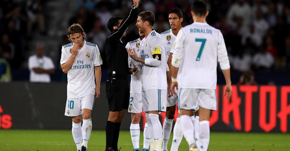 Sergio Ramos leva cartão amarelo na final entre Grêmio e Real Madrid
