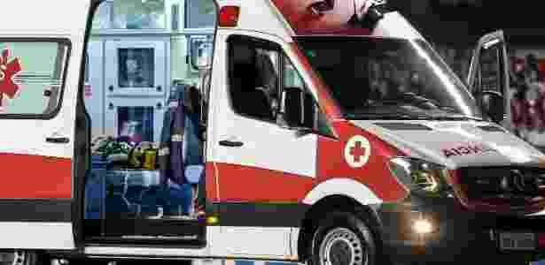 João Pedro, do Botafogo, é retirado de ambulância do gramado do Morumbi - Ale Cabral/AGIF - Ale Cabral/AGIF
