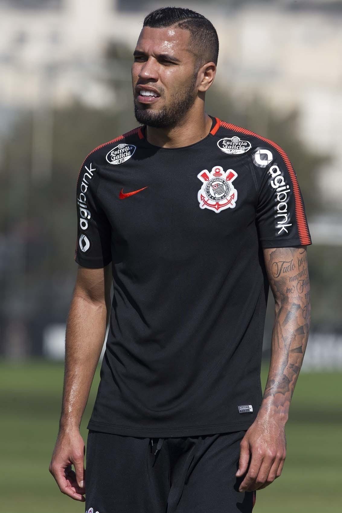 Atacante do Corinthians dá explicações e diz que se sente um  perna de pau   - 19 08 2018 - UOL Esporte 378b363032116