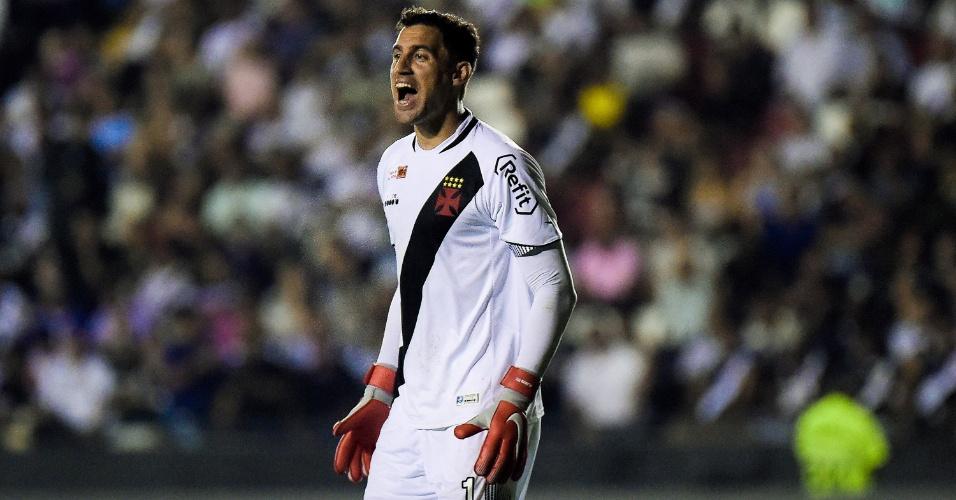 O goleiro Martin Silva em lance da partida entre Vasco e Bahia