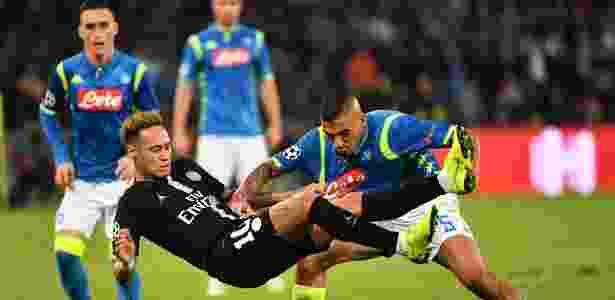 Allan se destacou com o Napoli nos jogos contra o PSG - Alberto PIZZOLI / AFP