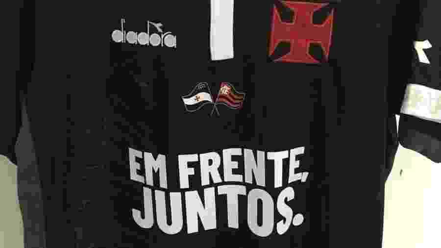 953b726a8f Uniforme do Vasco faz tributo em homenagem às vítimas do Fla e das  enchentes Imagem  Divulgação