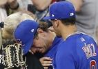 Jogador acerta bolada em criança e se emociona na liga de beisebol dos EUA - Bob Levey/AFP