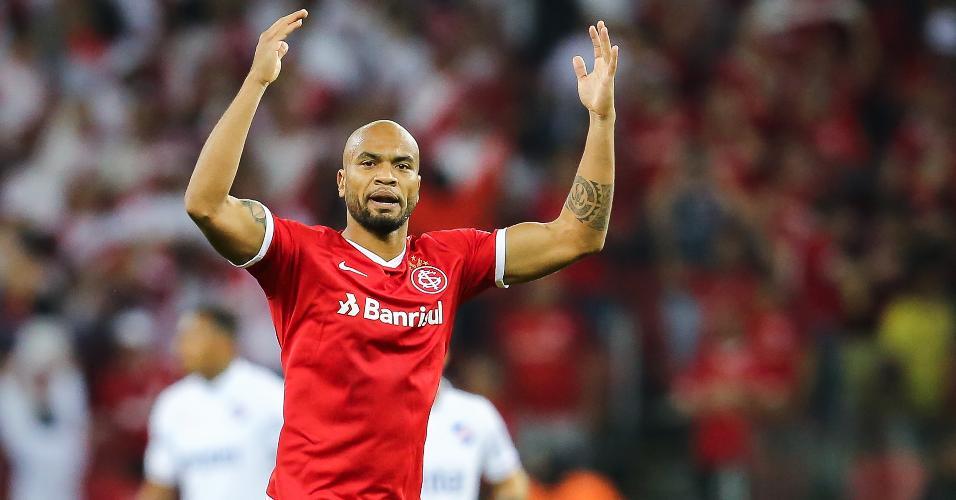 Rodrigo Moledo, jogador do Internacional, comemora seu gol durante partida contra o Nacional (URU) pela Libertadores