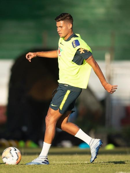 Bruno Guimarães em treinamento da Seleção - Lucas Figueiredo/CBF