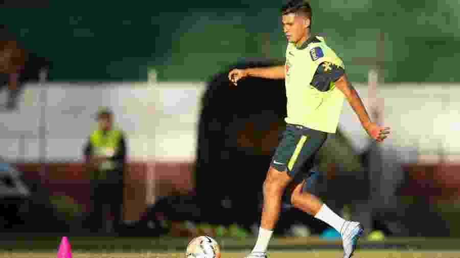 Bruno Guimarães, do Athletico, está concentrado com a seleção sub-23 - Lucas Figueiredo/CBF