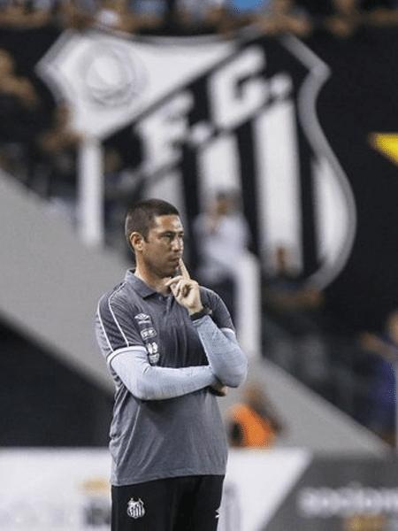 O técnico do time de futebol feminino do Santos, Guilherme Giudice - Divulgação/Santos FC