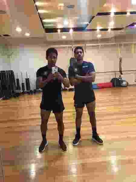 Pedrão, zagueiro de 20 anos, e Pedro Marlon, meio-campo de 19 anos, em treino com sede do Kerkyra (GRE) exclusiva para eles - Acervo pessoal