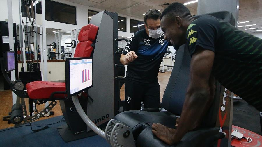 Salamon Kalou surpreendeu a todos com seus exames no Botafogo - Vitor Silva/BFR