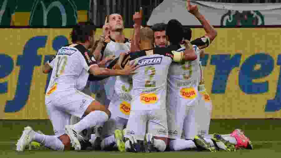 Jogadores do Sport comemoram gol contra o Palmeiras em jogo do Brasileirão 2020 - Marcello Zambrana/AGIF