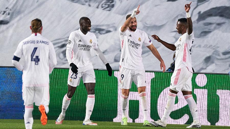 Benzema comemora gol do Real Madrid contra o Borussia Moenchengladbach, pela Liga dos Campeões - Getty Images