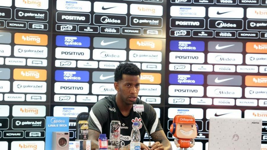 Zagueiro Gil durante entrevista coletiva no CT Joaquim Grava - Rodrigo Coca/ Ag. Corinthians