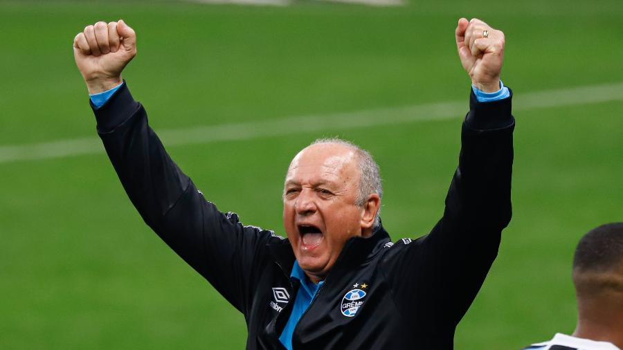 Felipão comemora vitória do Grêmio sobre o Bahia - Maxi Franzoi/AGIF