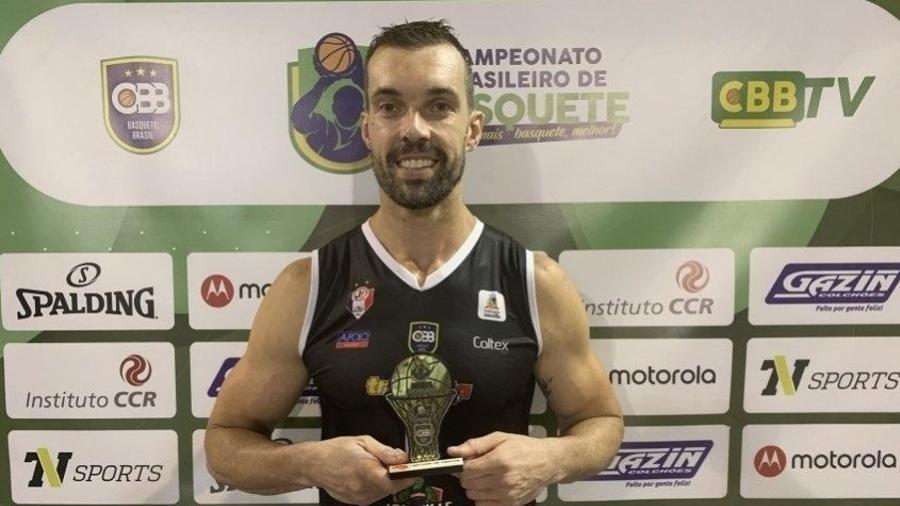 Murilo Becker, jogador de basquete, negou conhecer a modelo Vanessa Vaz - Divulgação/CBB