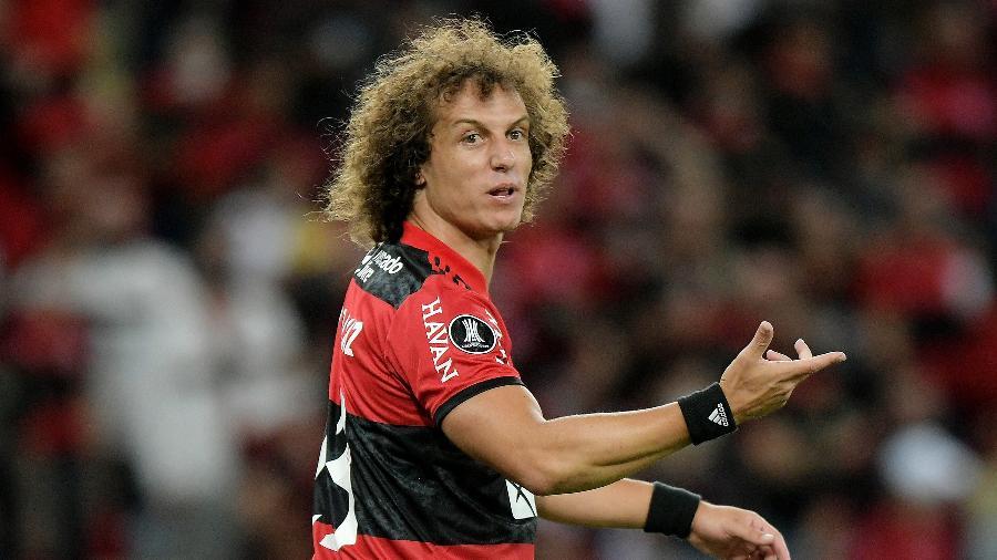 Deu água na boca: comentaristas elogiam estreia de David Luiz no Flamengo