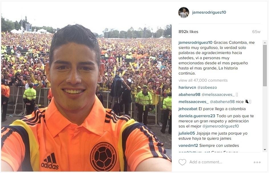 James Rodríguez tira foto na volta para Colômbia
