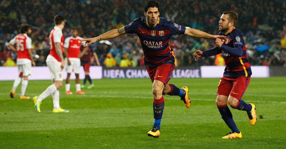 Suárez comemora após marcar o gol da vitória do Barcelona contra o Arsenal pela Liga dos Campeões