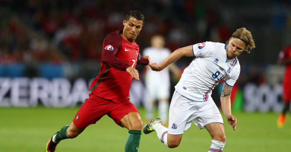 Cristiano Ronaldo encara a Islândia na Eurocopa