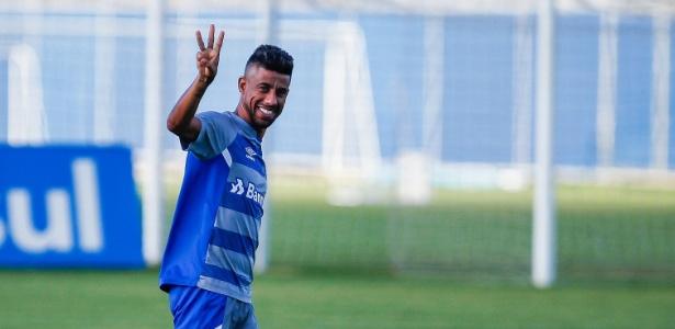 Lateral será titular do Grêmio contra o Flu; no jogo de ida, time gaúcho fez 3 a 1