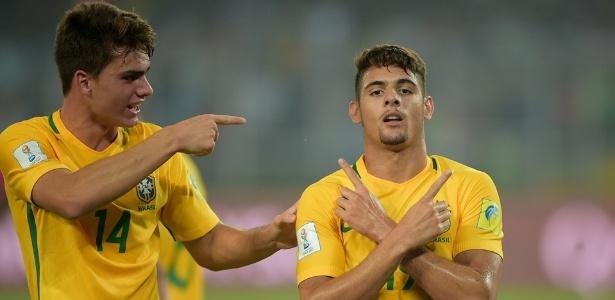 Rodrigo Guth (esq.) comemora gol na seleção ao lado de Yuri - Fifa/Getty Images