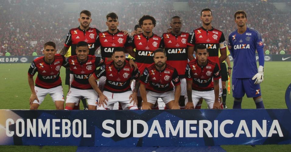 Jogadores do Flamengo posados para a foto oficial da Copa Sul-Americana