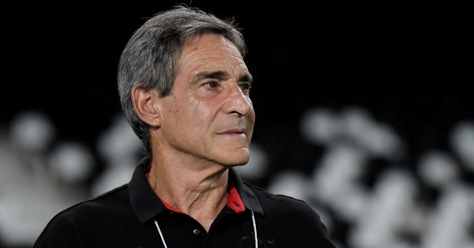 O técnico Paulo Cesar Carpegiani na partida entre Flamengo e River Plate