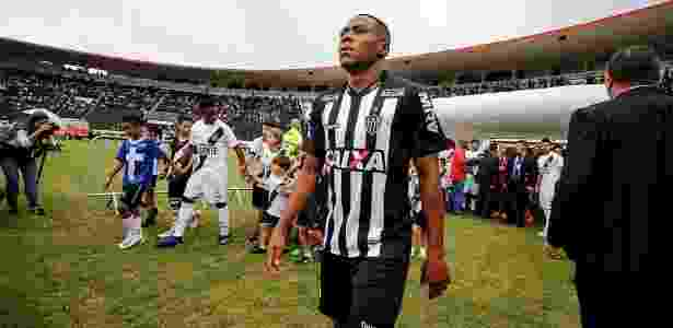 Mercado  Corinthians negocia com zagueiro e Grêmio fica sem M ... 35c3f78bc6a3e
