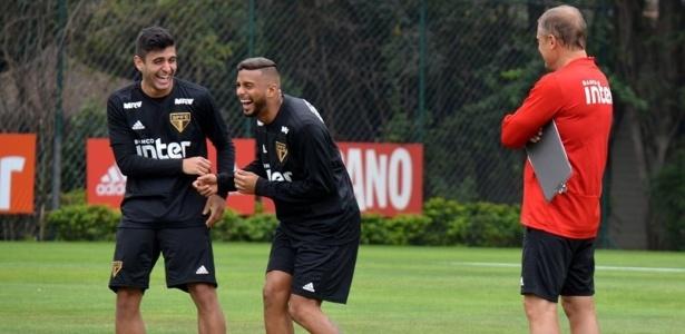 Liziero ao lado de Reinaldo e Aguirre em treino do São Paulo no CT da Barra Funda - Érico Leonan / saopaulofc.net