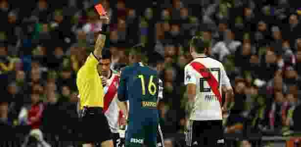 Barrios cometeu falta dura no começo da prorrogação e deixou o Boca com dez - Sergio Perez/Reuters