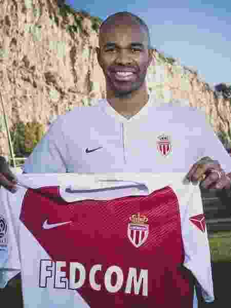 Naldo posa com camisa do Monaco - Divulgação