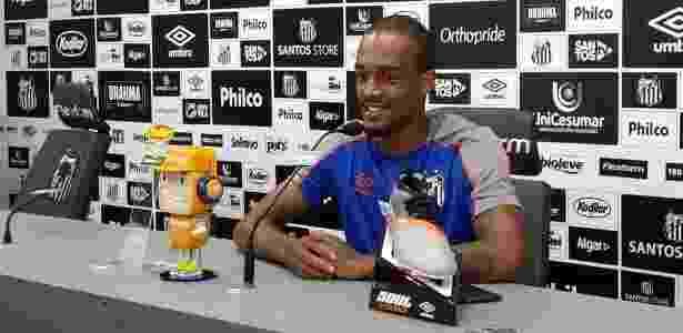 Zagueiro comparou trabalho de técnico do Santos aos de outros treinadores - Eder Traskini/UOL