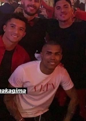 Douglas Costa na festa de Neymar - Reprodução