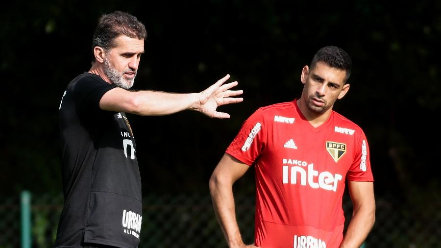 Vagner Mancini, coordenador técnico do São Paulo, orienta o atacante Diego Souza - Marcello Zambrana/AGIF