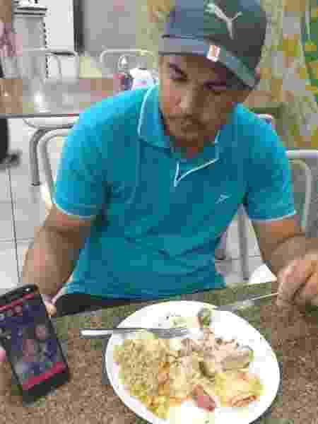 Cristiano Ricardo, de 31 anos, ficará 16 dias na estrada, de Recife até Lima, no Peru - Diego Salgado/UOL Esporte